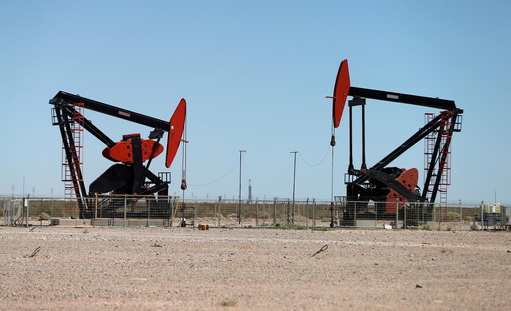 النفط يعزز خسائره و