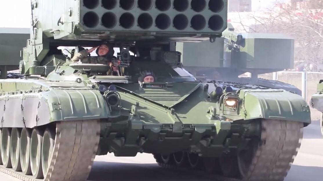 تدريبات العسكريين الروس في يكاترينبورغ تحضيرا للعرض العسكري بمناسبة النصر على النازية