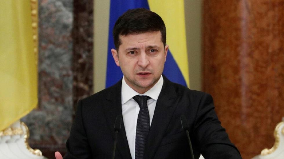 زيلينسكي: كييف ترحب بأي خطوات لتهدئة الوضع في دونباس