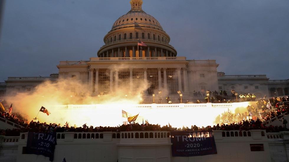 الادعاء الأمريكي يرجح اتهام 100 آخرين في هجوم الكابيتول