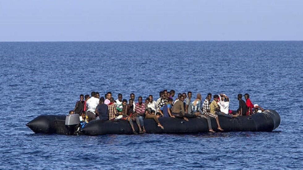 جثث تطفو فوق الماء.. غرق زورق على متنه أكثر من 100 مهاجر قبالة السواحل الليبية