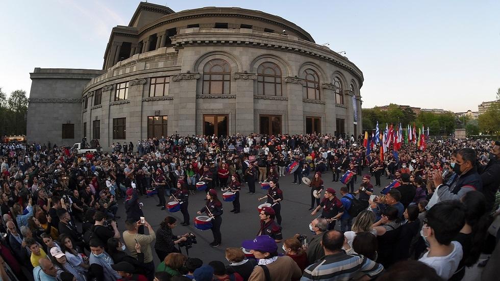 10 آلاف في مسيرة في يريفان تخليدا لذكرى مذبحة الأرمن
