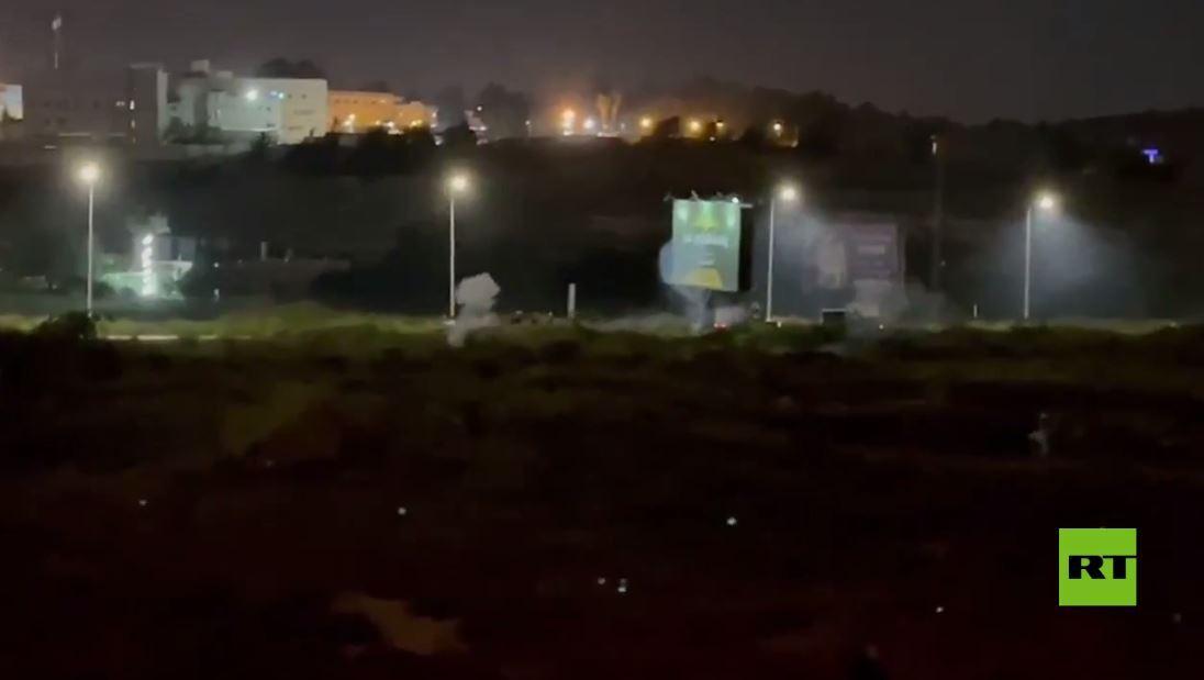 بالفيديو.. مواجهات في الخليل بين شبان فلسطينيين والجيش الإسرائيلي