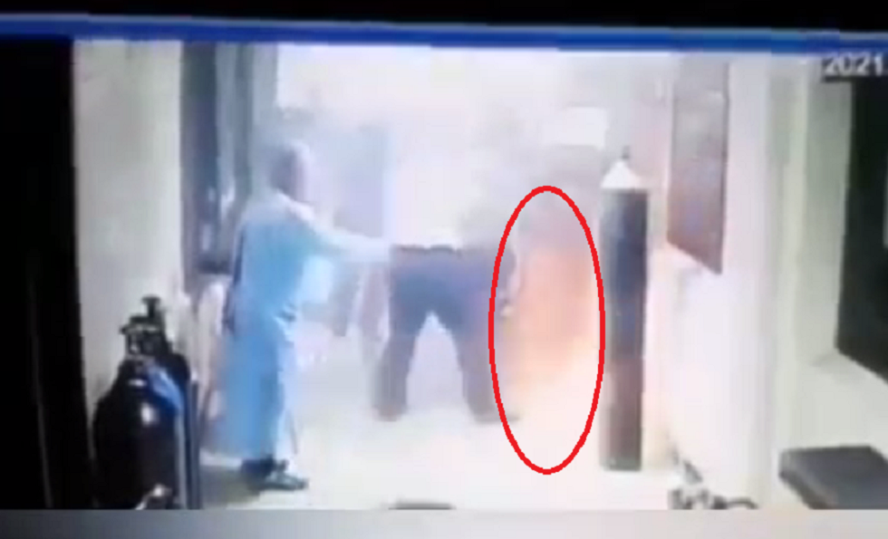 اللحظة الأولى لانفجار مستشفى ابن الخطيب في بغداد (فيديو)