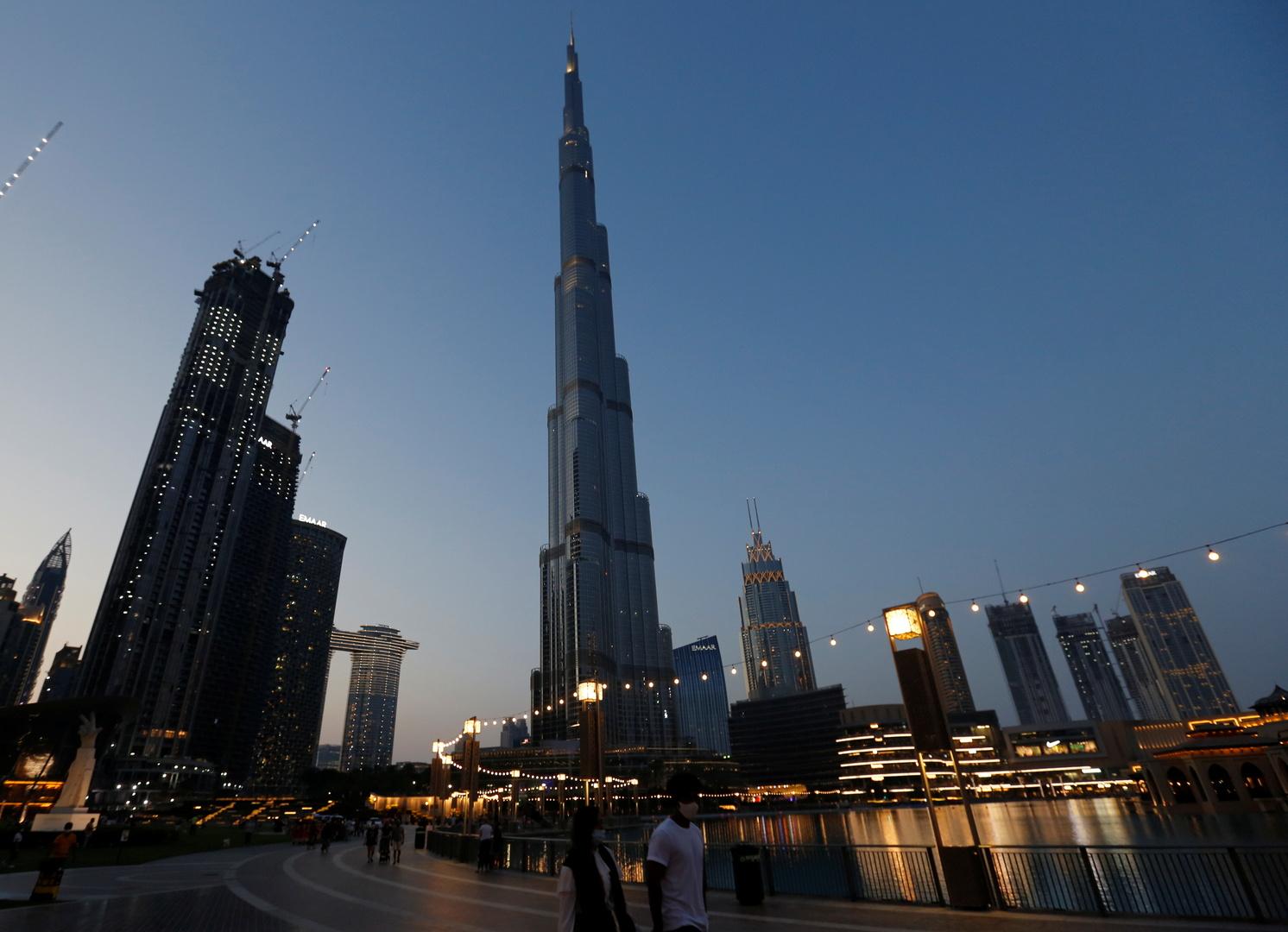 الإمارات تضيء برج خليفة بألوان علم الهند تضامنا معها في مواجهة جائحة كورونا