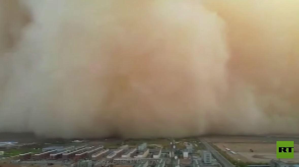 عواصف ترابية عاتية تغطي سماء الصين حتى ارتفاع 100 متر