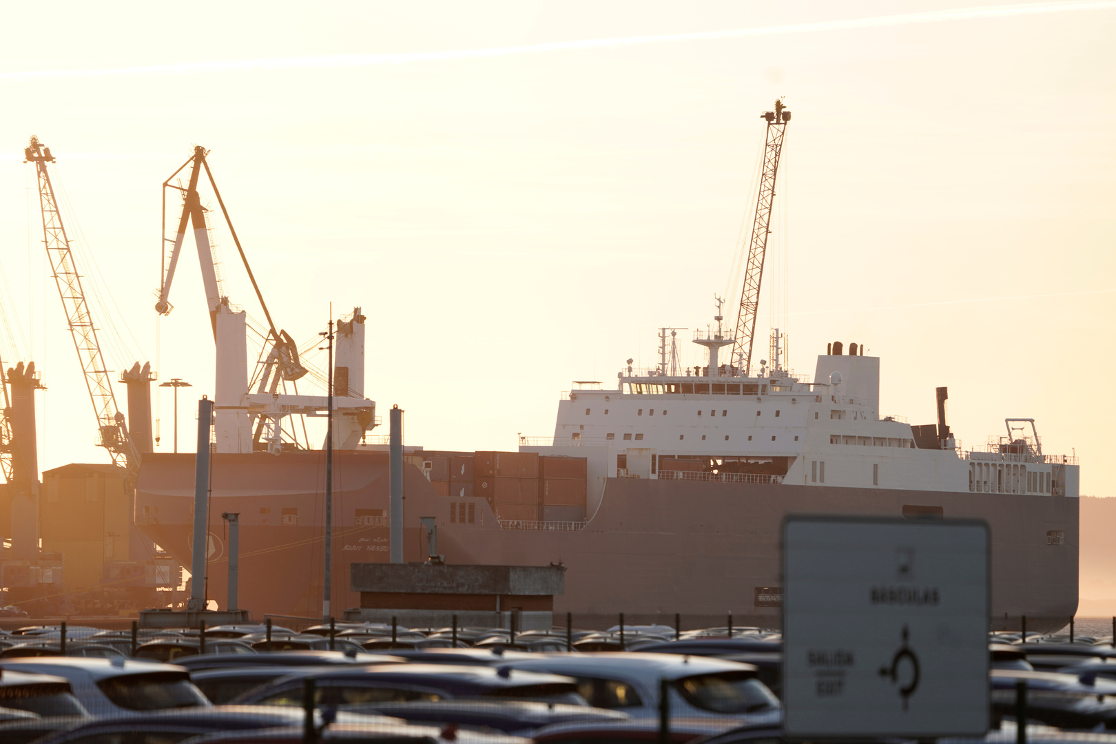 أنباء عن تعرض سفينة لهجوم بالبحر الأحمر قبالة ساحل ميناء ينبع في السعودية