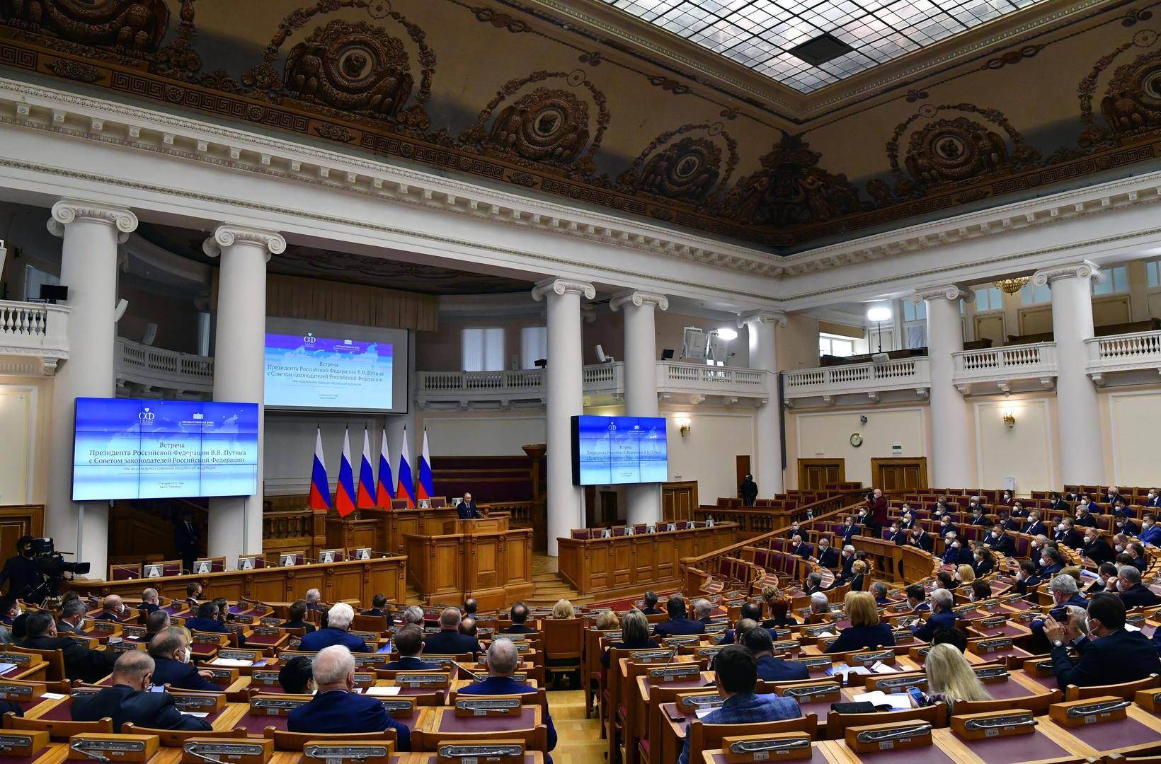 الرئيس الروسي فلاديمير بوتين يلقي كلمته في اجتماع لمجلس المشرعين الروسي في سان بطرسبورغ
