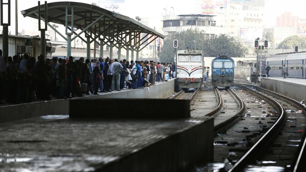 مصر.. سائق قطار يمنع كارثة على خط السكك الحديدية (صور)