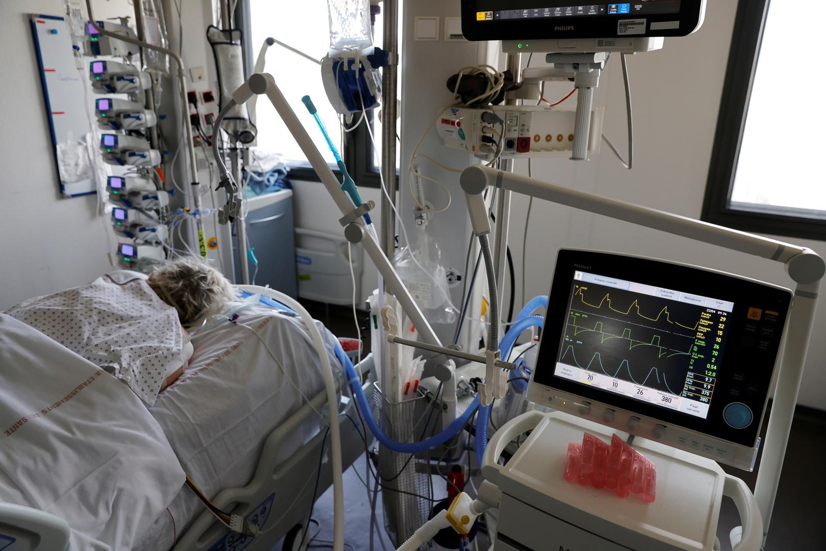 فرنسا تسجل تراجعا طفيفا بعدد مرضى كورونا في العناية المركزة