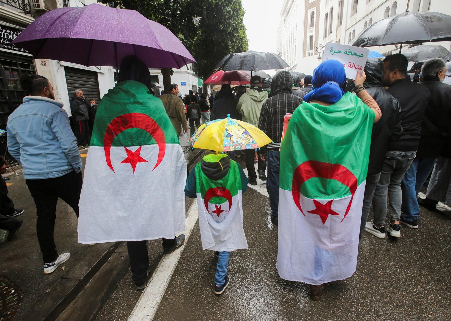 الشرطة الجزائرية تمنع مسيرة الطلاب الأسبوعية