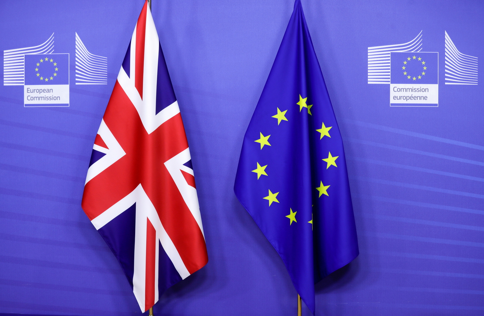 علم الاتحاد الأوروبي وعلم بريطانيا