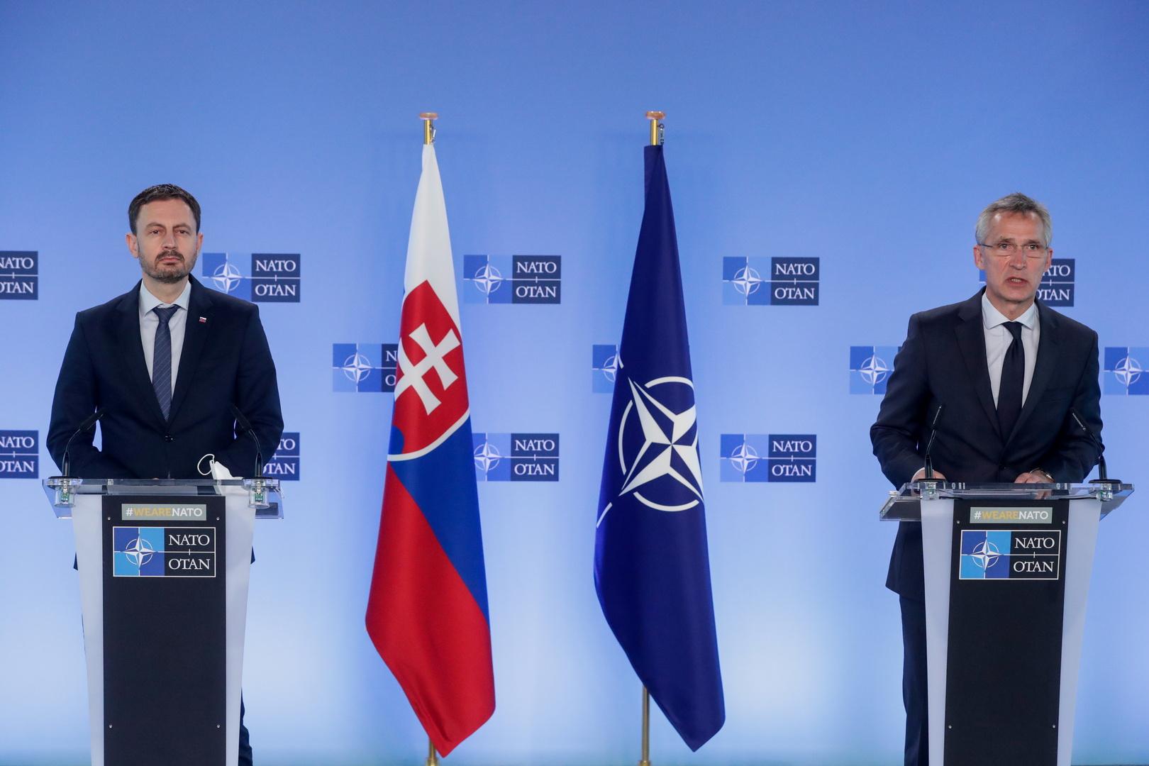 الأمين العام للناتو ينس ستولتنبيرغ ورئيس مقدونيا الشمالية ستيفو بنداروفسكي