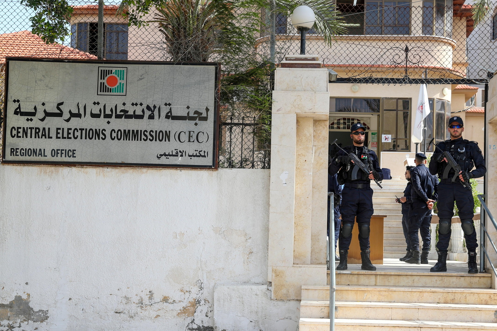 15 قائمة انتخابية فلسطينية تعتبر تأجيل الانتخابات