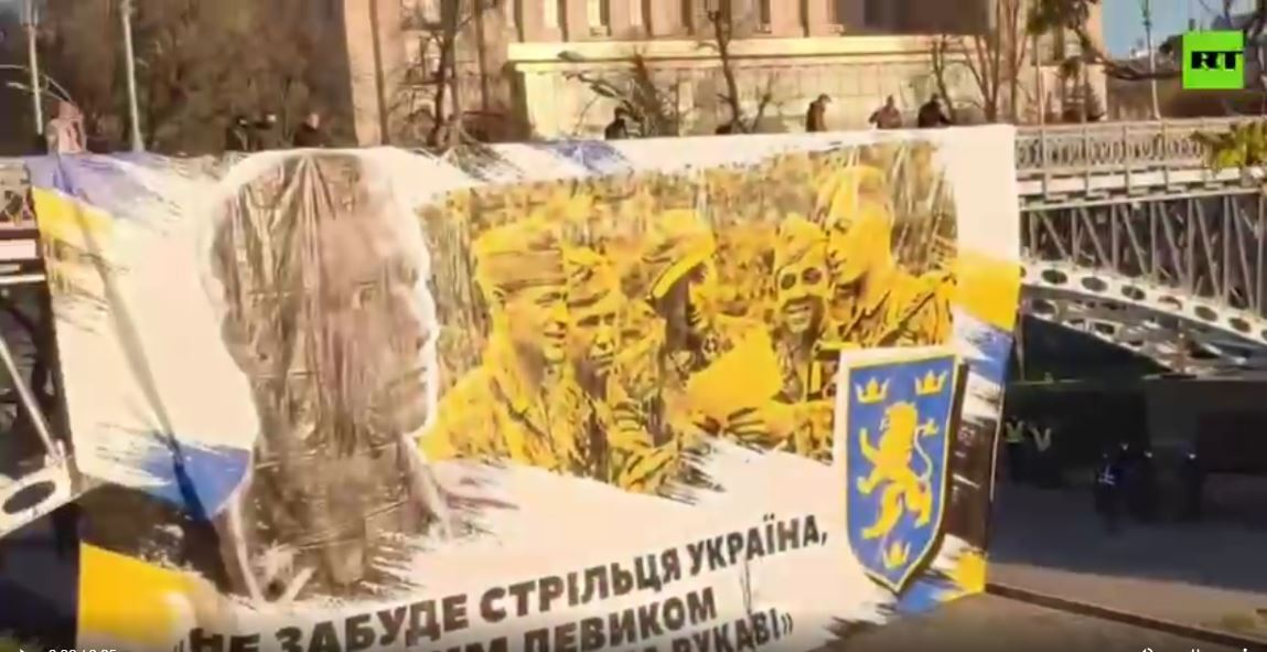 كييف.. مسيرة لتمجيد فرقة