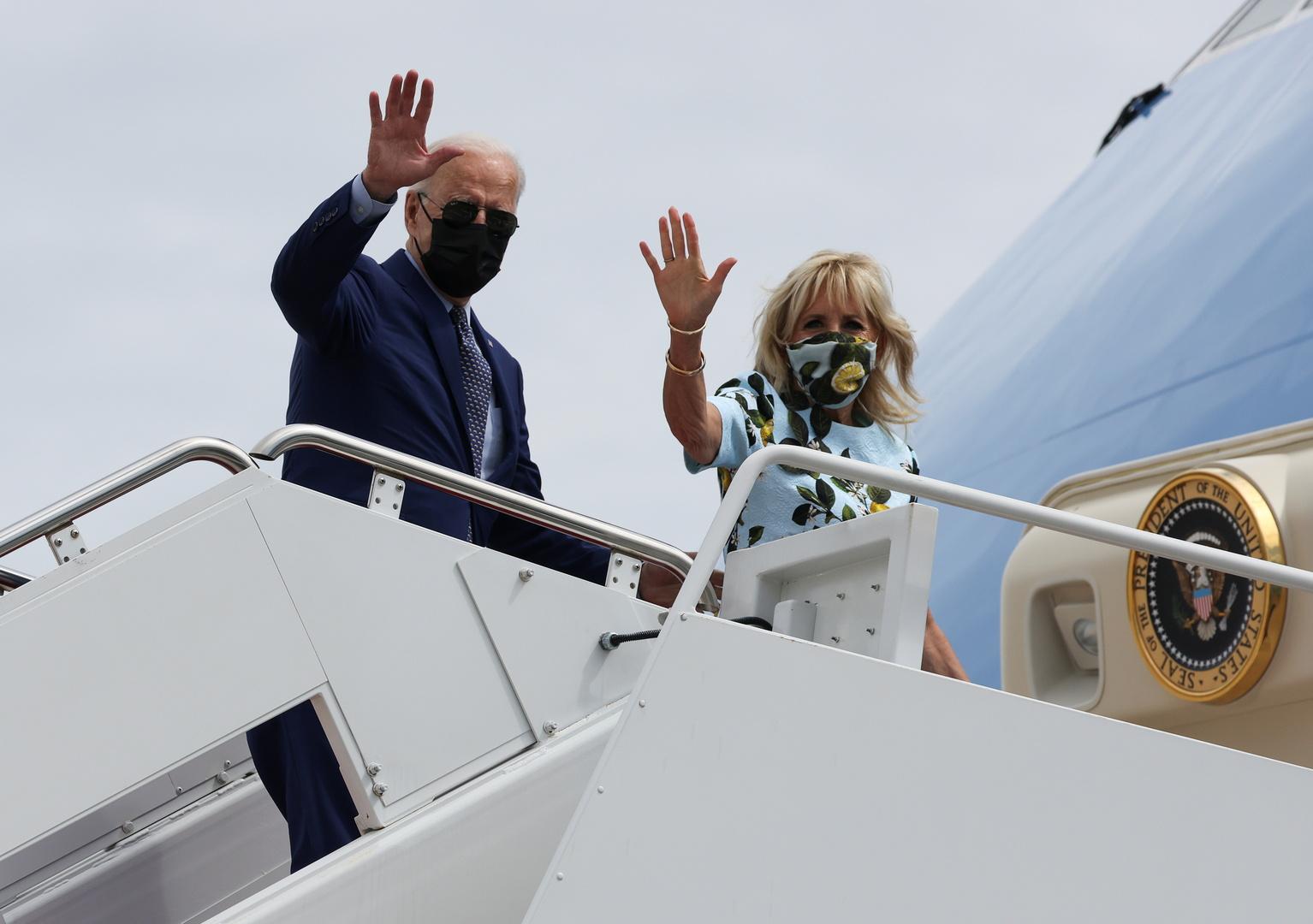 الرئيس الأمريكي، جو بايدن، وزوجته، جيل بايدن، خلال توجههما إلى ولاية جورجيا.