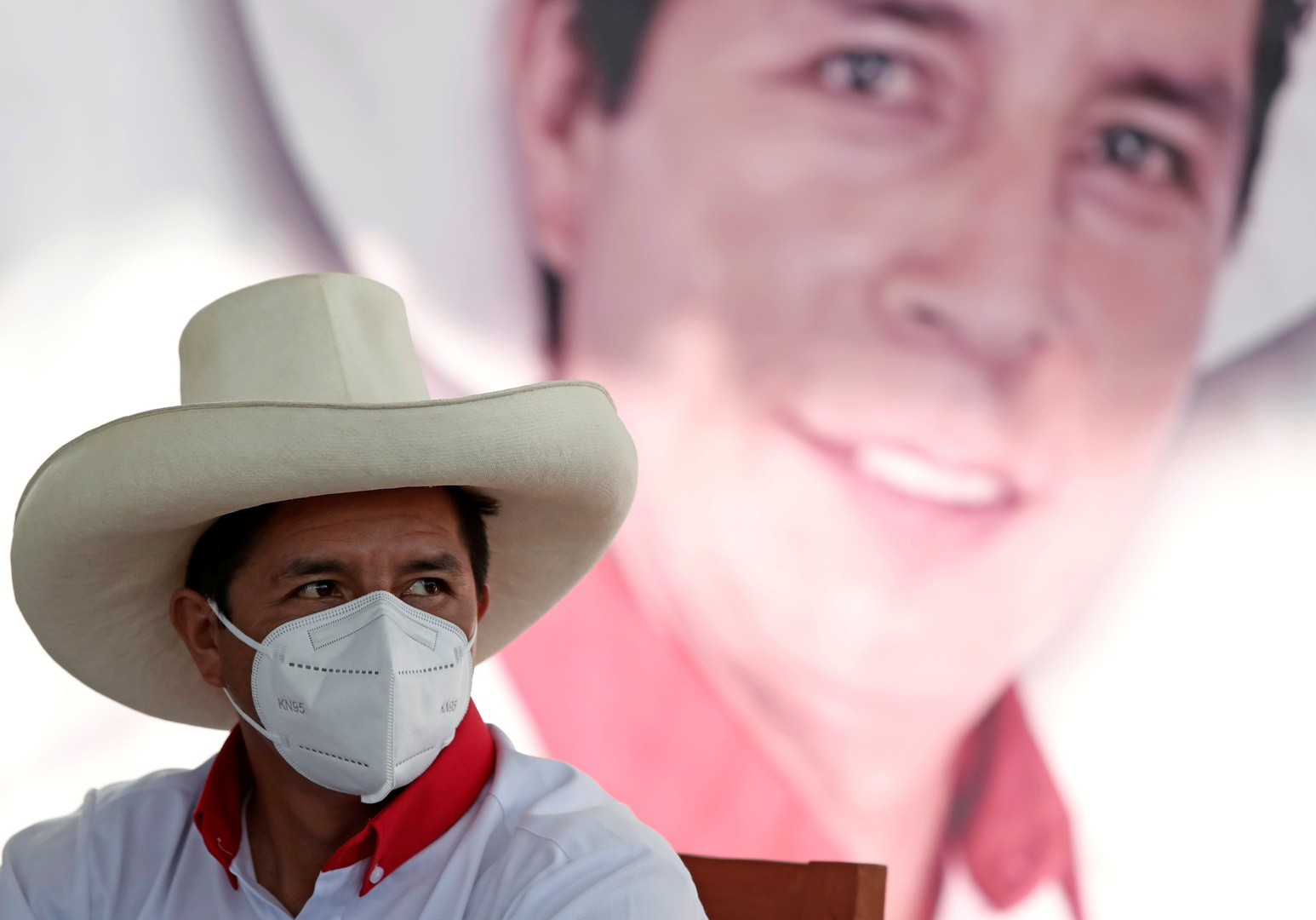 بيرو.. المرشح المتصدر للسباق الرئاسي يدخل المستشفى