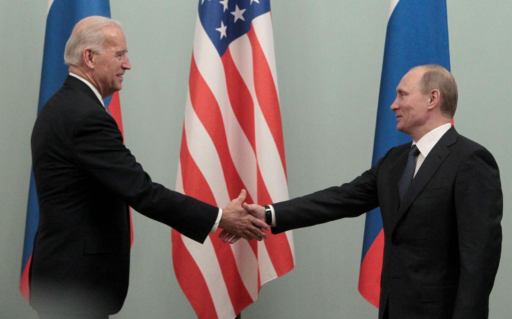 فلاديمير بوتين وجو بايدن - صورة أرشيفية