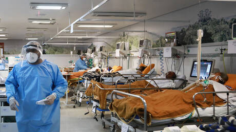 البرازيل.. أكثر من نصف مصابي كورونا في الرعاية المركزة تحت سن الأربعين