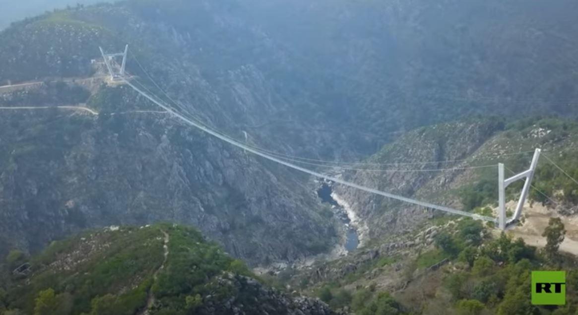 البرتغال.. تدشين أطول جسر معلّق للمشاة في العالم