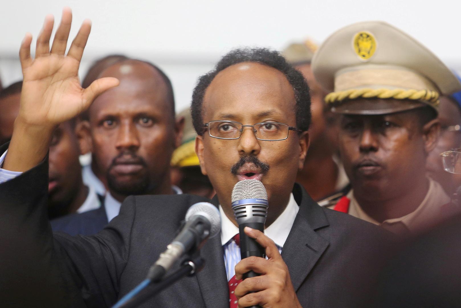 رئيس الصومال يتنازل عن تمديد ولايته ويكلف رئيس الوزراء ببدء التحضيرات للانتخابات