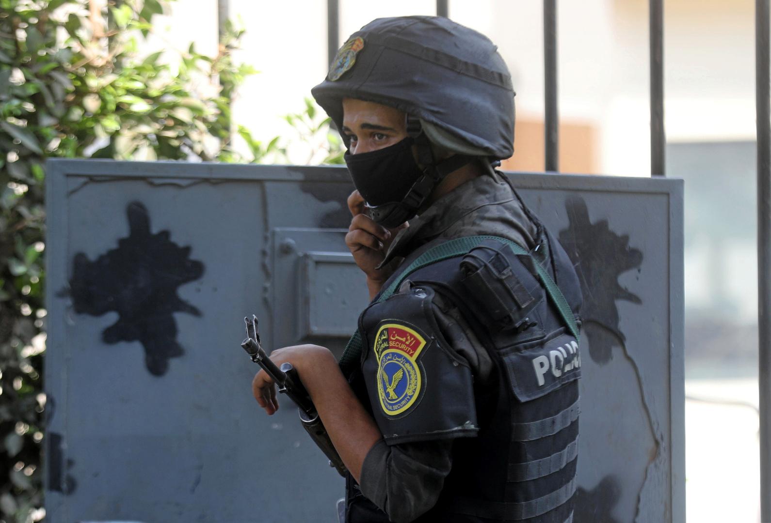 مصر..3 لصوص ينخدعون بكيس