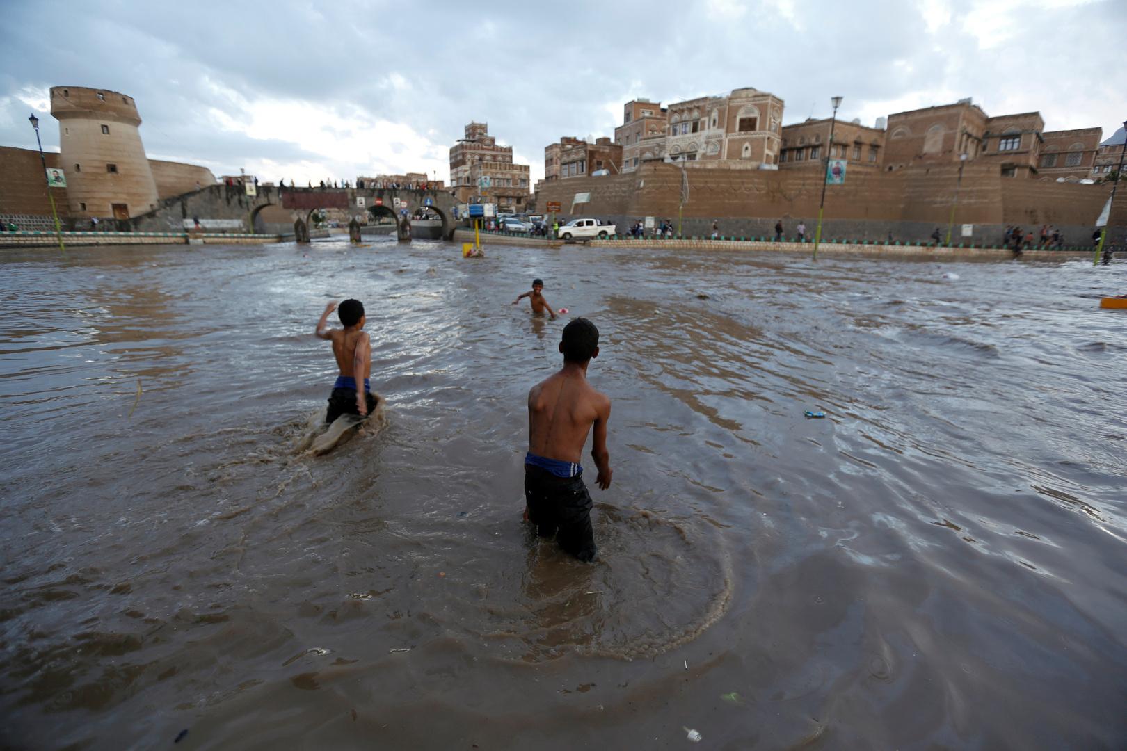 مصادر محلية: 13 قتيلا بينهم طفلان جراء فيضانات في اليمن