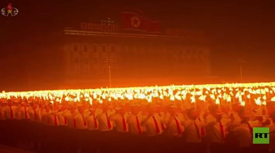 الآلاف يشـاركون بموكب مهيـب في كوريا الشمالية