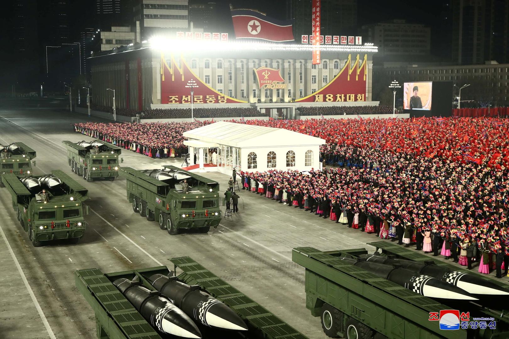 عرض عسكري في بيونغ يانغ.