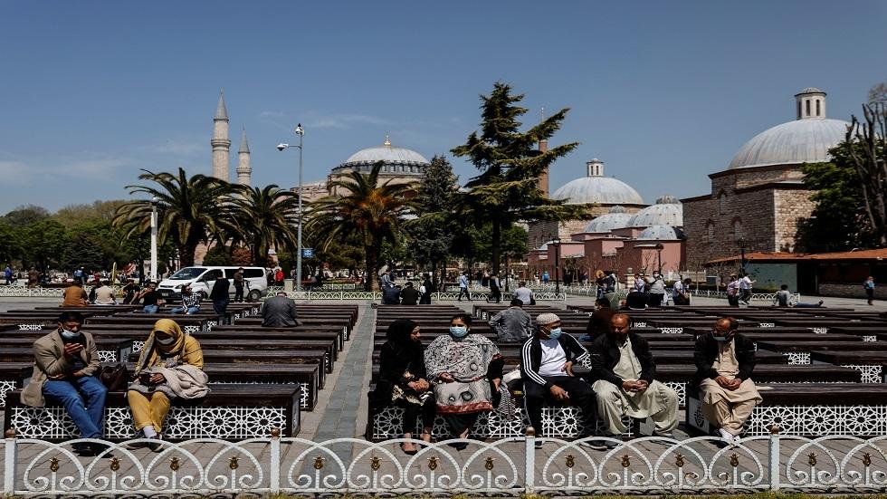 تركيا تسجل 340 وفاة جديدة بكورونا مع استمرار الإغلاق