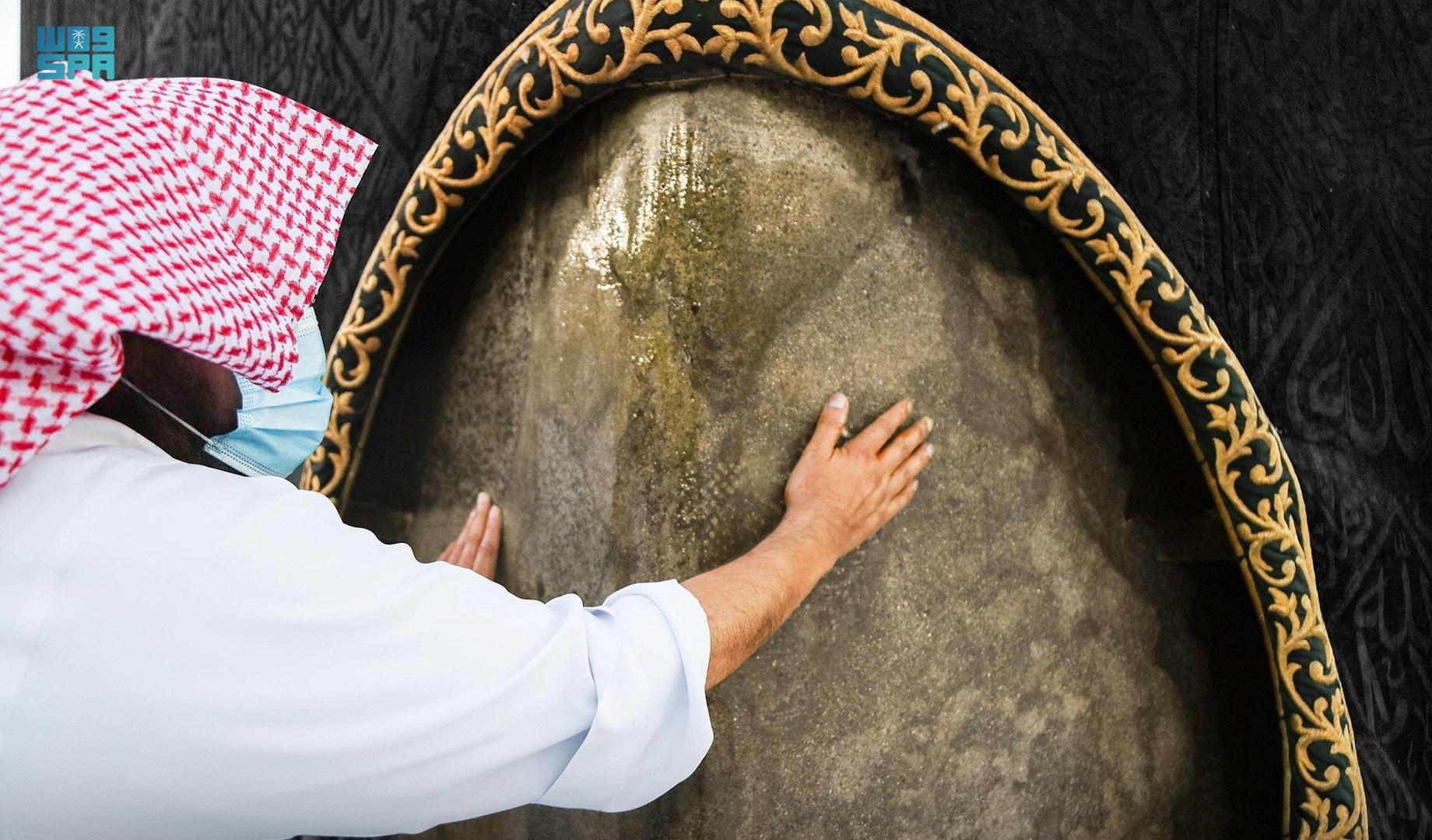 السعودية توثق الحجر الأسود بتقنية