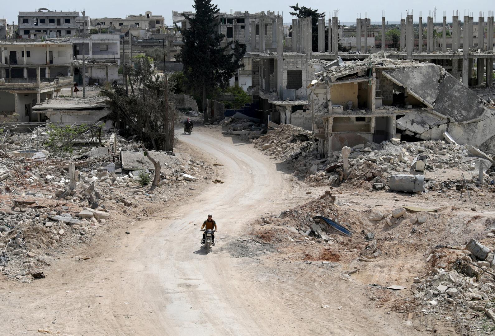 المرصد السوري لحقوق الإنسان: قتلى وجرحى جراء انفجار مستودع ذخيرة قرب مخيم للنازحين في إدلب