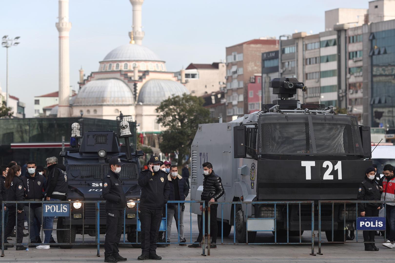 الشرطة التركية تبعد أتباع زعيم ديني عن 3 مساجد لانتهاكهم قيود كورونا