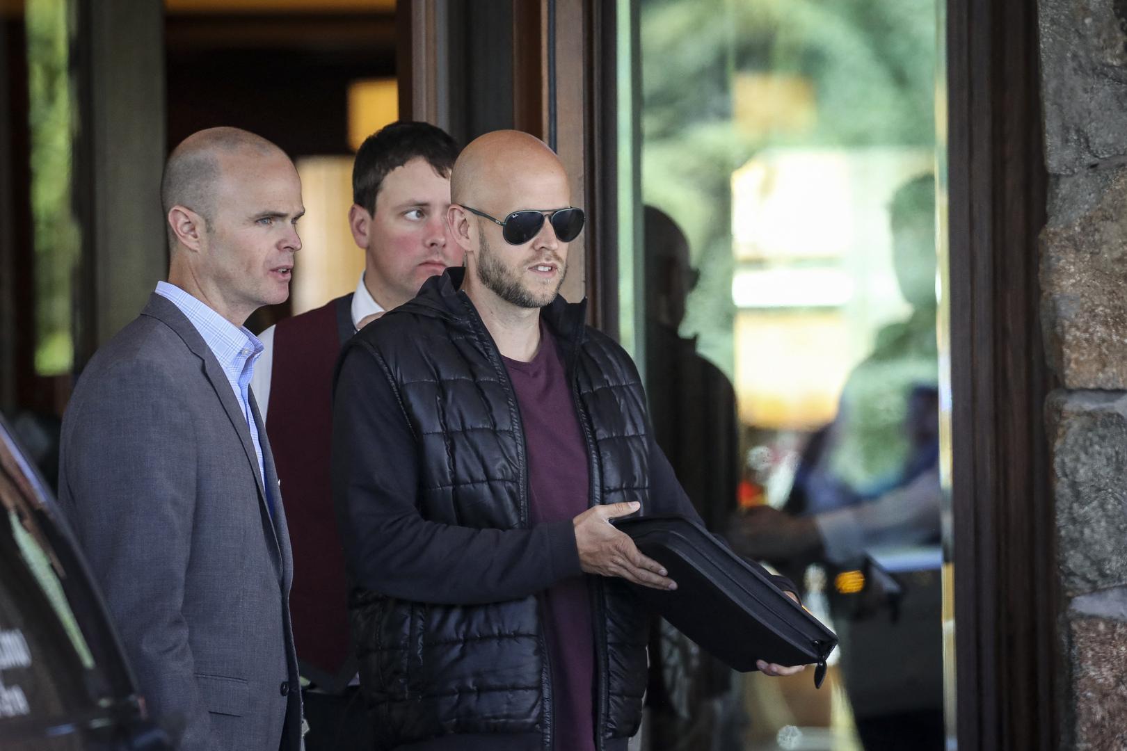 ملياردير سويدي يعتزم تقديم عرض لشراء أرسنال