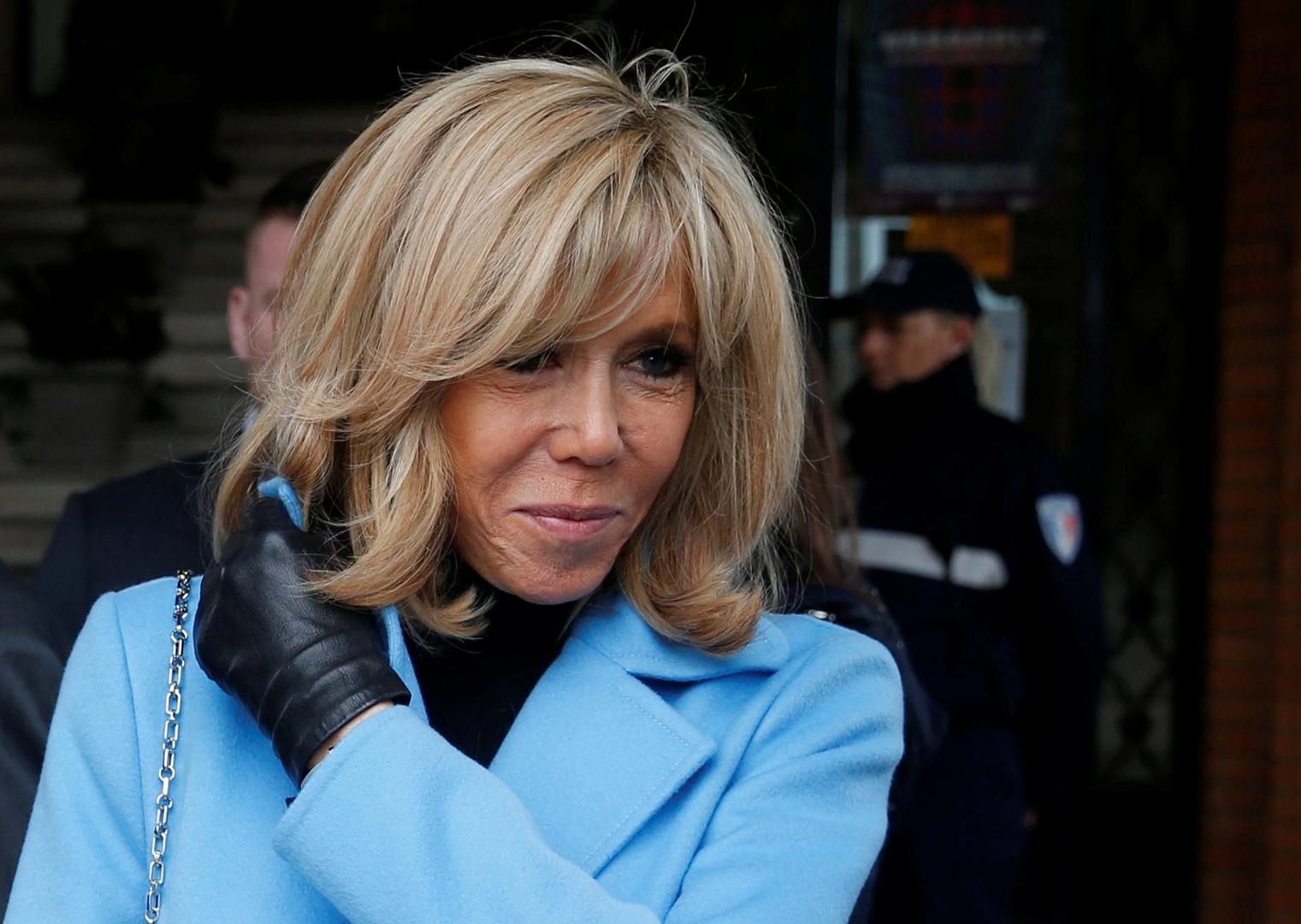 كم يكلف أسلوب حياة السيدة الأولى.. راتب مصفف شعر زوجة ماكرون يثير جدلا في فرنسا!