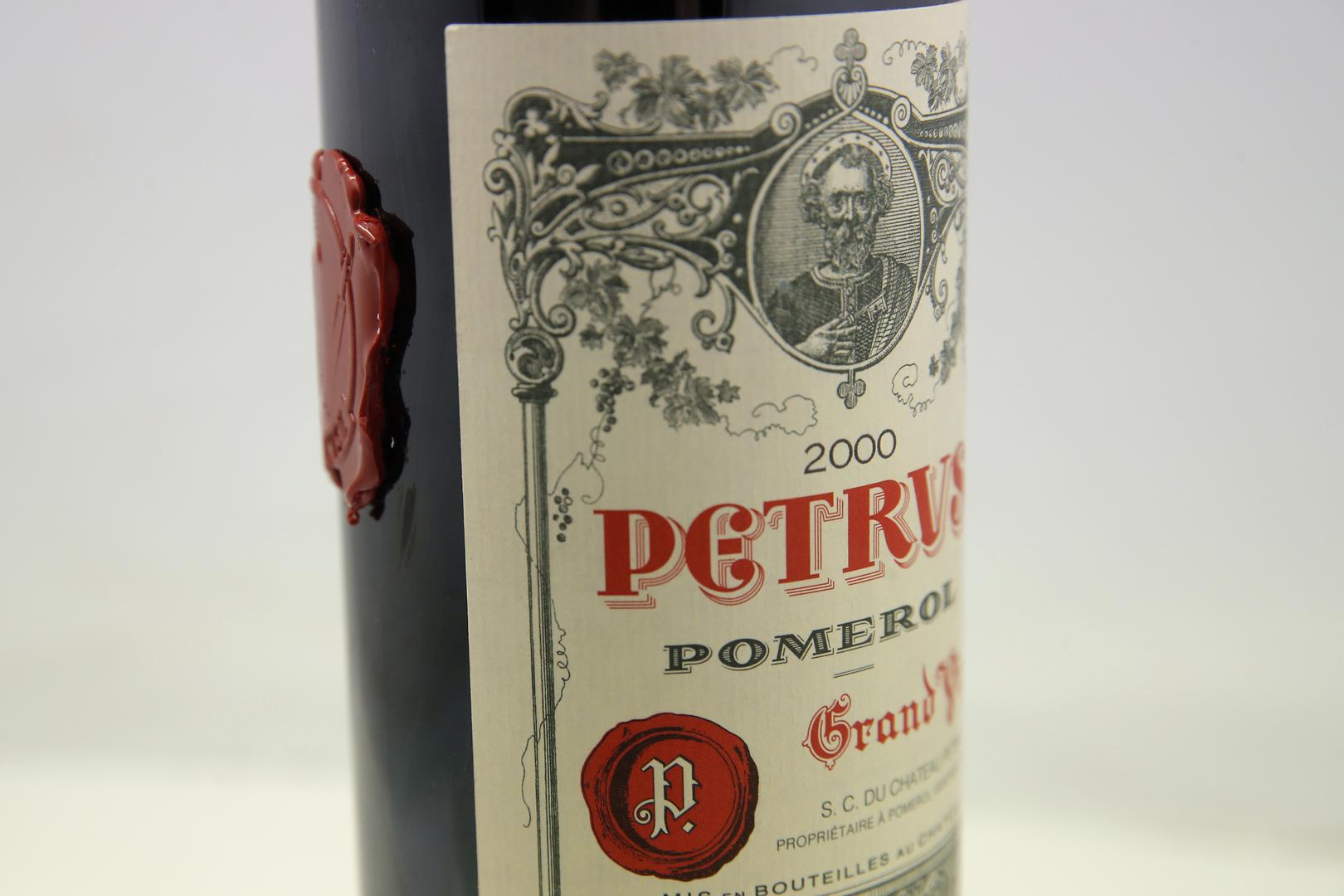 من خارج هذا العالم.. عرض زجاجة نبيذ عادت من الفضاء بنحو مليون دولار