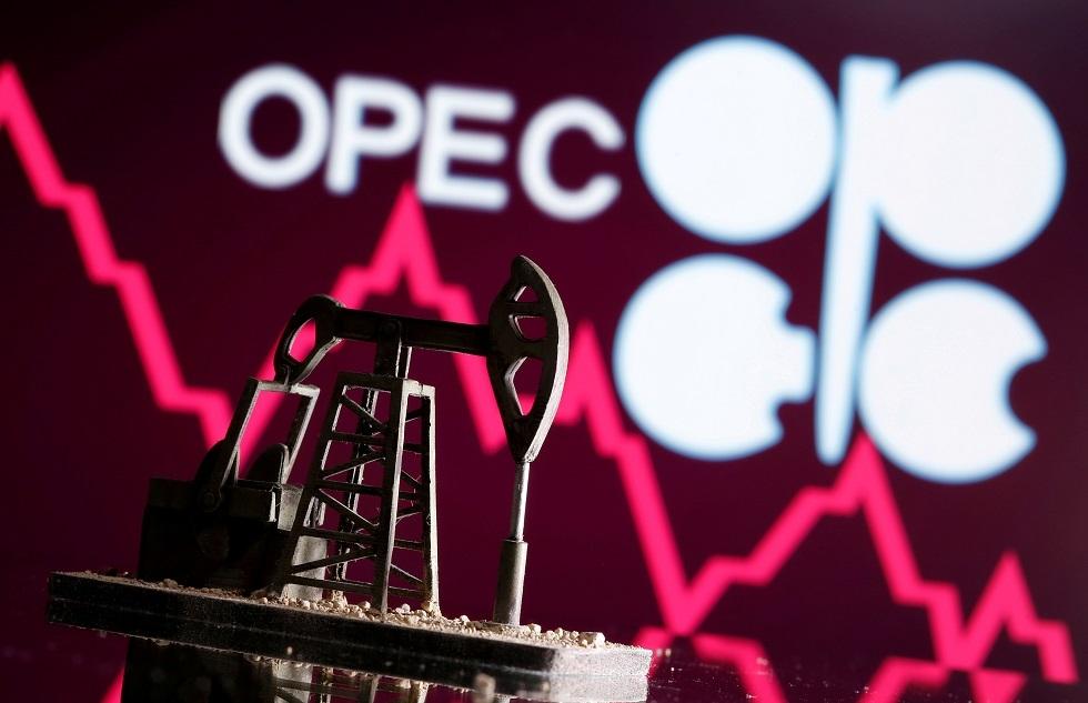 أسعار النفط تتخلى عن مكاسبها وتتحول إلى الهبوط