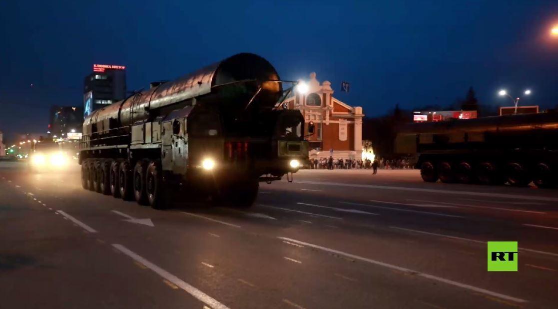 بروفة عرض النصر في نوفوسيبيرسك بمشاركة مروحيات مي-8 وصواريخ