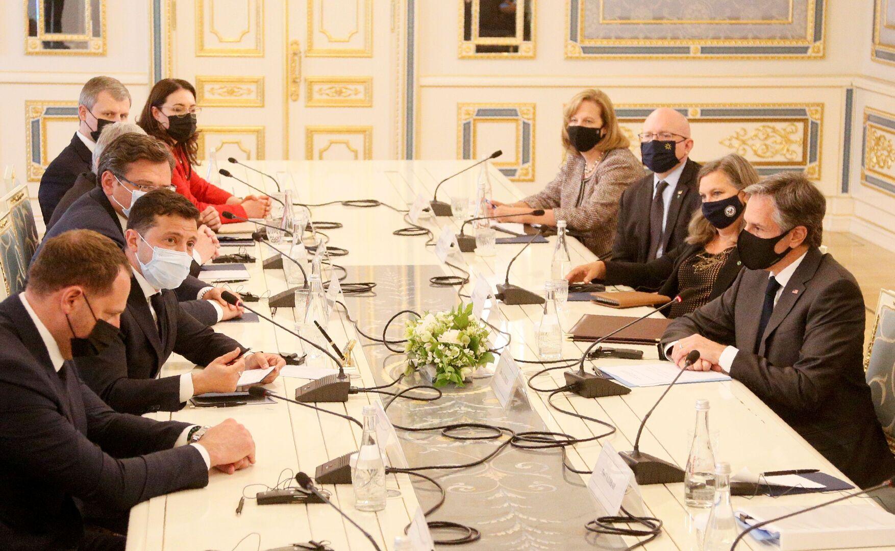 لقاء الرئيس الأوكراني فلاديمير زيلينسكي مع وزير الخارجية الأمريكي أنتوني بلينكن في كييف