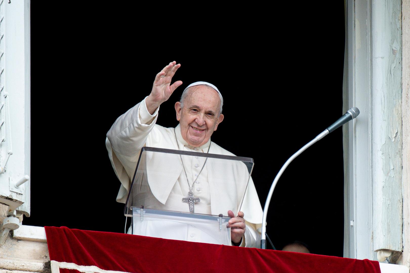 البابا فرنسيس يؤيد التنازل عن حقوق الملكية الفكرية للقاحات كورونا