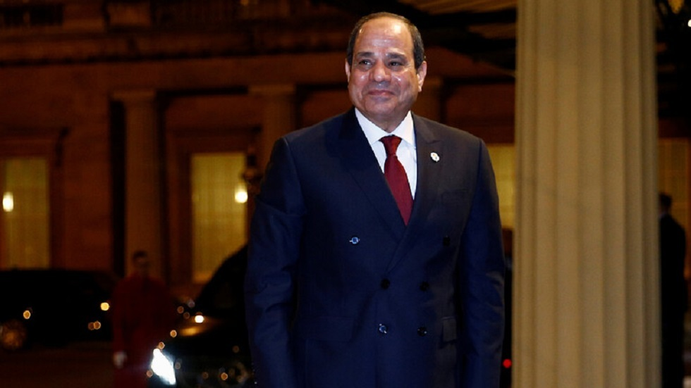 السيسي يستقبل رئيس جمهورية الكونغو الديمقراطية بمطار القاهرة