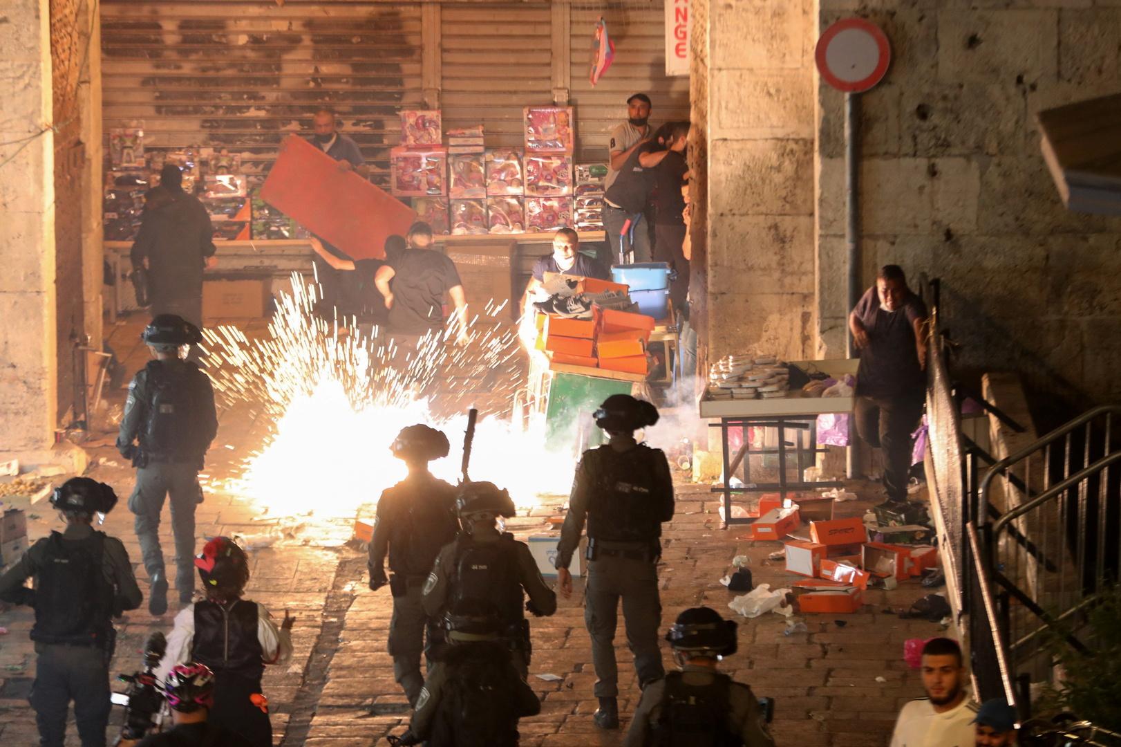 الهلال الأحمر الفلسطيني: إصابة أب وطفلته بقنابل الصوت الإسرائيلية في القدس
