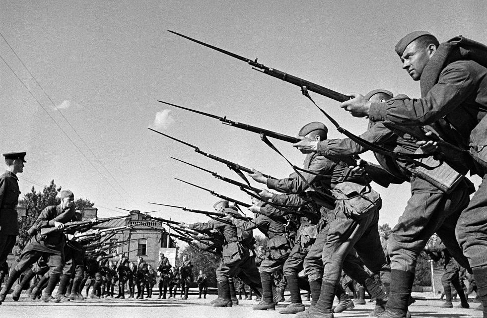 الصلب والفحم من أجل النصر.. كيف حارب طلاب كليات التعدين السوفيت