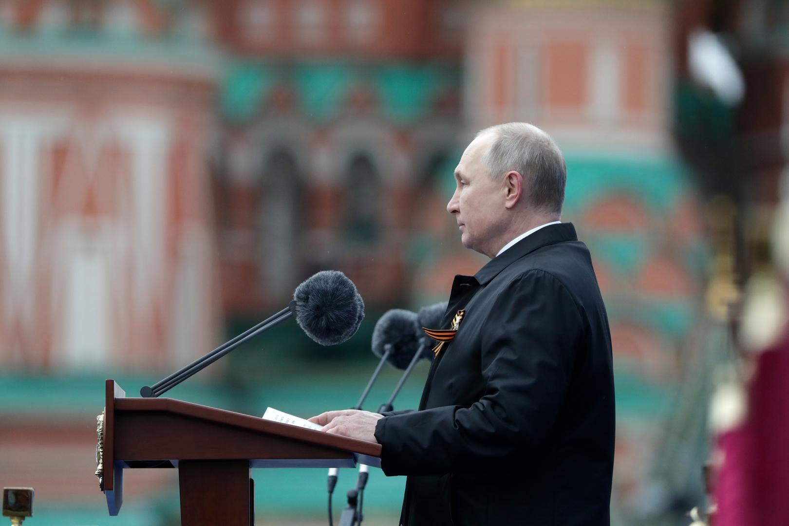 بوتين: عيد النصر كان وسيظل عيدا مقدسا لروسيا ولا مبرر لمن يضع مخططات عدوانية جديدة