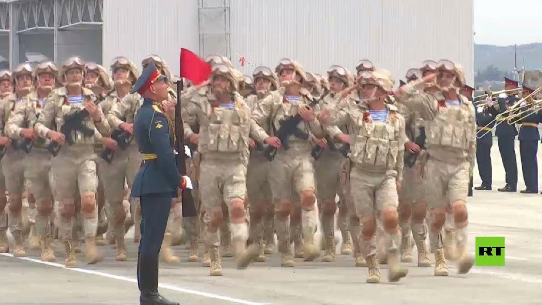 عرض عسكري في قاعدة حميميم الروسية في سوريا بمناسبة عيد النصر