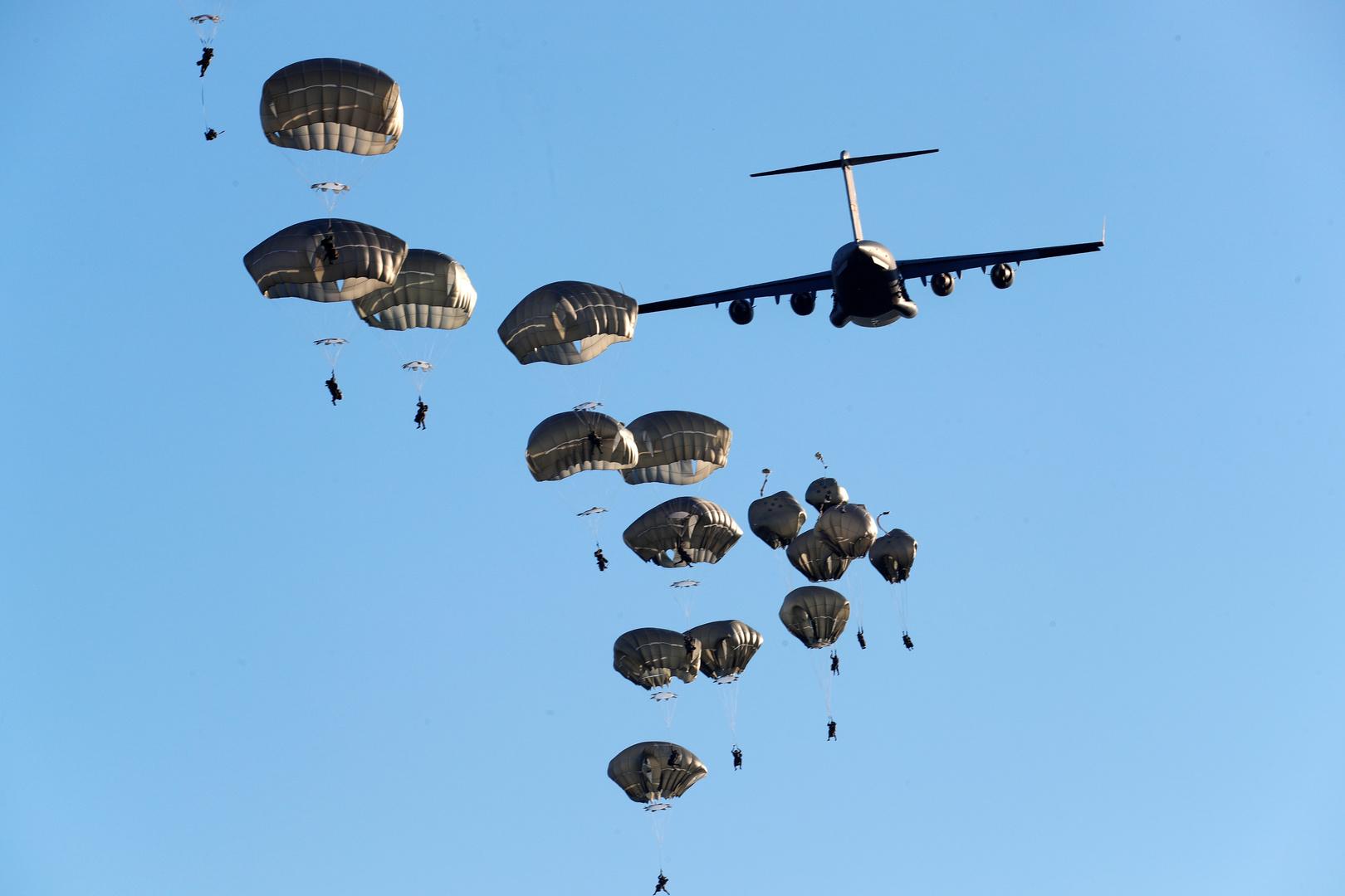 عملية إنزال لمظليين أمريكيين في منطقة البلطيق (أرشيف)