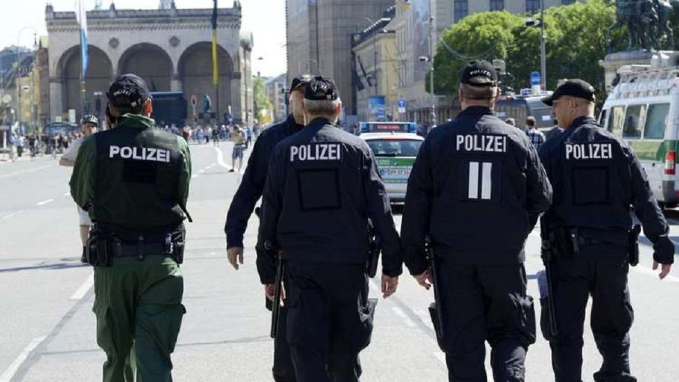 ألمانيا.. إصابة 19 شرطيا خلال تفريق حفل بحديقة عامة