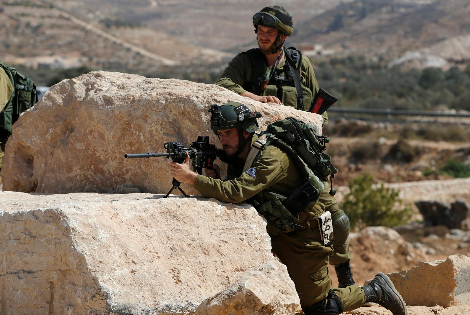 الجيش الإسرائيلي يقتحم بلدة عقربا جنوب نابلس ويصادر مركبة على خلفية حادث حاجز زعترة (صورة)