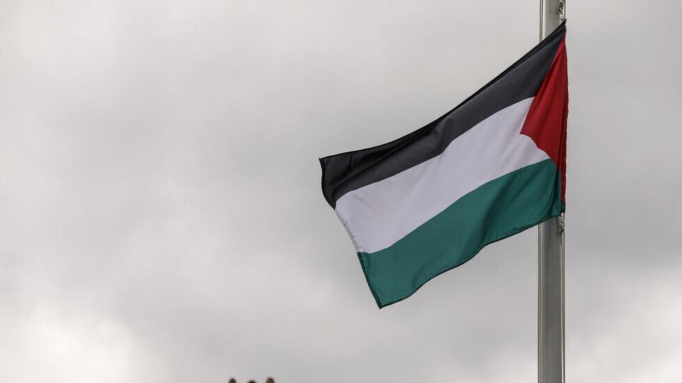 مسلح إسرائيلي يقتل شابا فلسطينيا في مدينة اللد داخل الخط الأخضر ويصيب آخرين بجروح