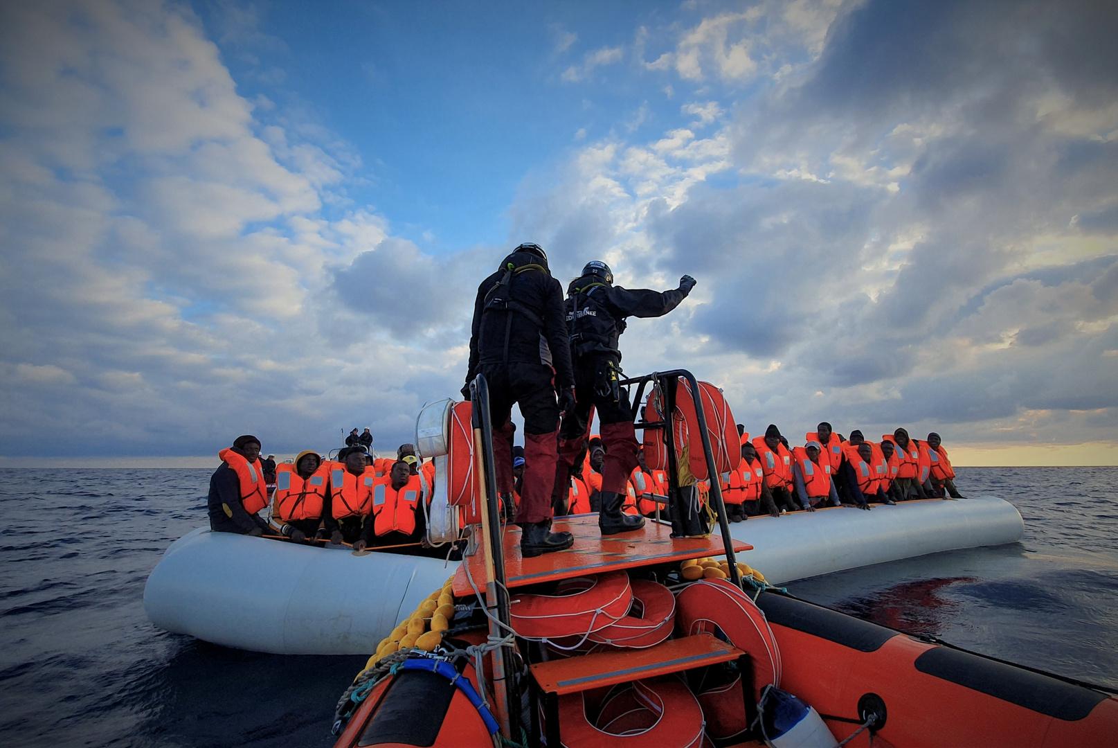 منظمة: فقدان 75 شخصا يبحرون على زورق مطاطي في البحر المتوسط